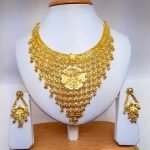 Heavy Gold Necklaces for Brides4